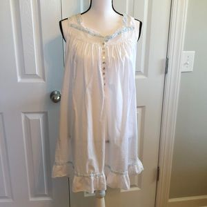 Beautiful White Eileen West Gown Size Small